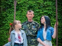 Андрій з доньками